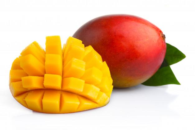 frutas-maduras-mango-rodajas-aisladas-blanco_80510-679